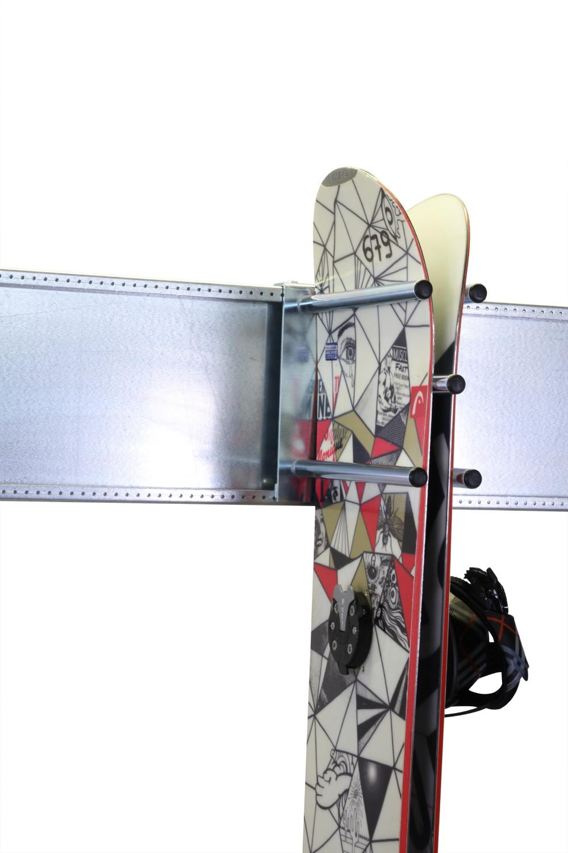 presentoir ski pr sentoir surf range ski mise en valeur ski rangements surfs gabriel robez. Black Bedroom Furniture Sets. Home Design Ideas